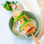 Brochettes de saumon mariné coco