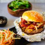 Burger bacon tomates séchées & coleslaw