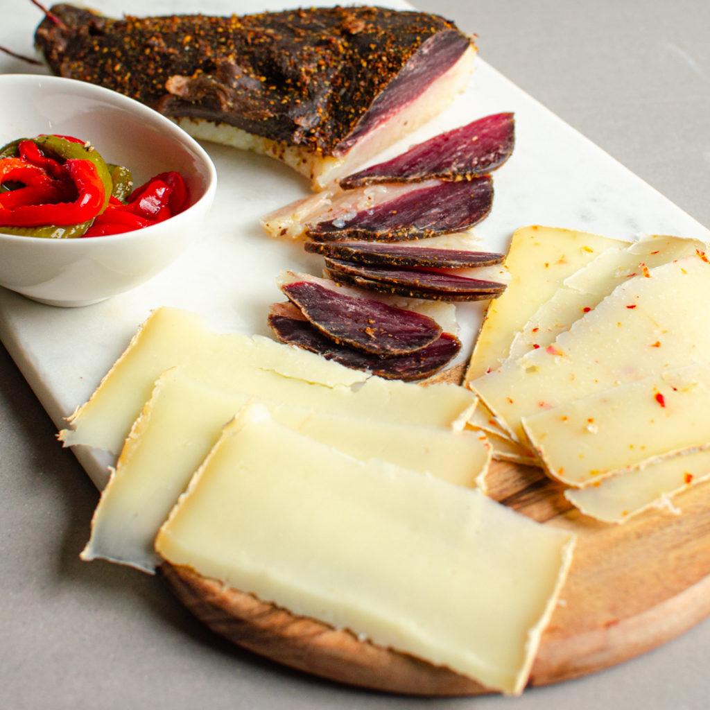 Magret de canard piment espelette et fromages