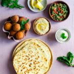 Mezzés libanais - Tabboulé Houmos Falafels Pains pita